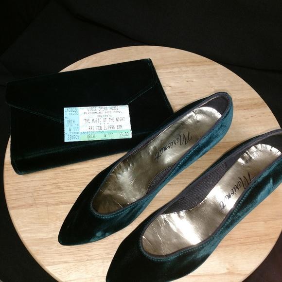 b2b1bd6a859 Vintage Green Velvet Kitten Heel Pumps 7.5M   Bag.  M 5b5143dc4ab6332f0382e2b5